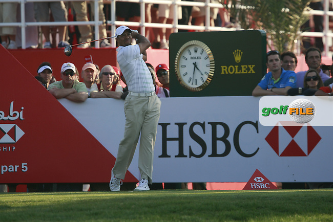Tiger Woods (USA) in action on the 18th hole during Friday's Round 2 of the HSBC Golf Championship at the Abu Dhabi Golf Club, United Arab Emirates, 27th January 2012 (Photo Eoin Clarke/www.golffile.ie)