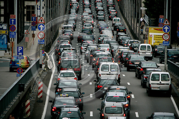 BRUSSELS - BELGIUM - 03 JULY 2007 -- Heavy ingoing morning traffic at Brussels Rue de la Loi seen from Round Point Schman in mittle of the EU area. -- Photo: Erik Luntang/EUP-IMAGES