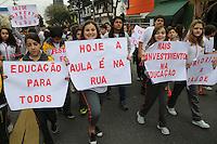SAO PAULO, SP, 05.08.2013 - DESFILE CIVICO - Alunos da escola Sao Marco realizam desfile Civico de 7 de setembro no largo da Vila Zelina no bairro da Vila Prudente na manha desta quinta-feira, 05.(Foto: Vanessa Carvalho / Brazil Photo Press).