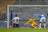 v.l. Dimitrios Diamantakos (FC St. Pauli) vergibt den Elfmeter / Marcel Schuhen (SV Darmstadt 98)<br /> <br /> - 23.05.2020: Fussball 2. Bundesliga, Saison 19/20, Spieltag 27, SV Darmstadt 98 - FC St. Pauli, emonline, emspor, v.l. <br /> <br /> Foto: Florian Ulrich/Jan Huebner/Pool VIA Marc Schüler/Sportpics.de<br /> Nur für journalistische Zwecke. Only for editorial use. (DFL/DFB REGULATIONS PROHIBIT ANY USE OF PHOTOGRAPHS as IMAGE SEQUENCES and/or QUASI-VIDEO)