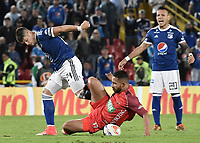 BOGOTA - COLOMBIA, 11-02-2018: Matias De Los Santos (Izq) jugador de Millonarios disputa el balón con Oswal Alvarez (Der) jugador de Patriotas Boyaca durante partido por la fecha 2 de la Liga Aguila I 2018 jugado en el estadio Nemesio Camacho El Campin de la ciudad de Bogotá. / Matias De Los Santos (L) player of Millonarios fights for the ball with Oswal Alvarez (R) player of Patriotas Boyaca during match for the date 2 of the Liga Aguila I 2018 played at the Nemesio Camacho El Campin Stadium in Bogota city. Photo: VizzorImage / Gabriel Aponte / Staff.