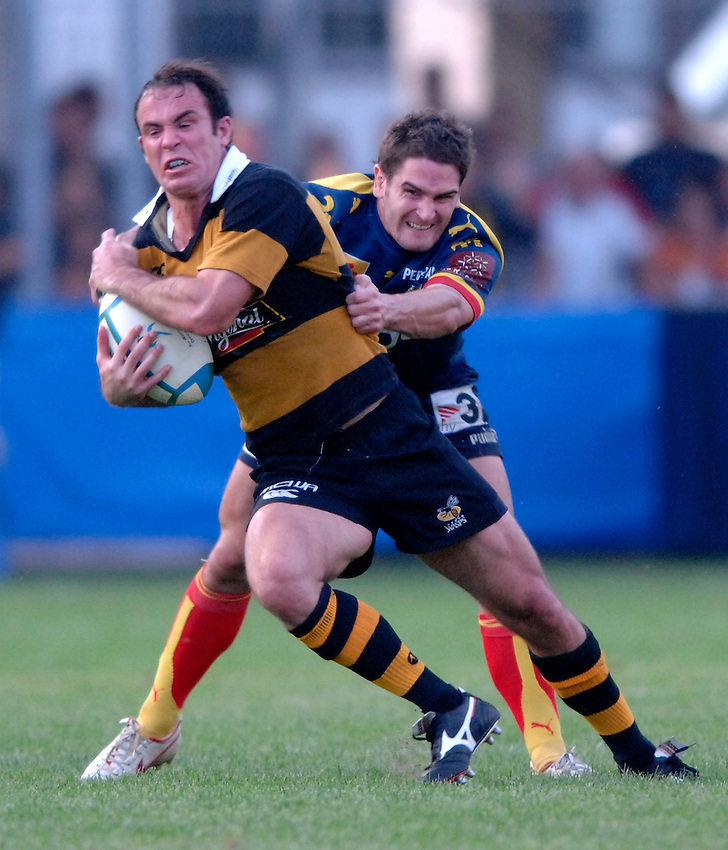 Photo: Richard Lane..Perpignan v London Wasps. Heineken Cup. 28/10/2006. .Wasps' Fraser Waters attacks.