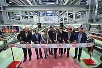 Am Freitag den 29. Januar 2016 wurde nach drei Jahren Umbauzeit eine neue Triebzughalle fuer ICE-Zuege auf dem Gelaende des Bahnbetriebswerk in Berlin-Rummelsburg eroeffnet.<br /> Die in den 1980er Jahren gebaute Wartungshalle wurde auf 380 Meter verlaengert und der komplette Hallenboden um einen Meter abgesenkt, um zwei 370 Meter lange Gleisbereiche einbauen zu koennenauf denen ICE-Zuege zeitgleich in vier unabhaengigen Arbeitsebenen instandgehalten werden. In Sachen Umweltschutz sorgen die neue Heizungs- und Beleuchtungsanlage sowie die neue Waermedaemmung fuer hohe Energieeinsparungen. Alle betriebswichtigen technischen Anlagen und Einrichtungen sind in den Betriebsfuehrungsrechner des Werks eingebunden. Damit ist es den Mitarbeiterinnen und Mitarbeitern der Leitstelle moeglich, jederzeit alle wichtigen Informationen zum Zug und zu den aktuellen Arbeiten im Blick zu haben. Die Gesamtkosten der neuen Anlage belaufen sich auf rund 40 Millionen Euro. Die Halle wird soll im Maerz 2016 nach der Betriebserprobung und dem Abschluss aller Bauarbeiten in Betrieb gehen.<br /> Im Bild 3.vl.: Birgit Bohle, DB Fernverkehr AG, Vorstandsvorsitzende. <br /> 27.1.2016, Berlin<br /> Copyright: Christian-Ditsch.de<br /> [Inhaltsveraendernde Manipulation des Fotos nur nach ausdruecklicher Genehmigung des Fotografen. Vereinbarungen ueber Abtretung von Persoenlichkeitsrechten/Model Release der abgebildeten Person/Personen liegen nicht vor. NO MODEL RELEASE! Nur fuer Redaktionelle Zwecke. Don't publish without copyright Christian-Ditsch.de, Veroeffentlichung nur mit Fotografennennung, sowie gegen Honorar, MwSt. und Beleg. Konto: I N G - D i B a, IBAN DE58500105175400192269, BIC INGDDEFFXXX, Kontakt: post@christian-ditsch.de<br /> Bei der Bearbeitung der Dateiinformationen darf die Urheberkennzeichnung in den EXIF- und  IPTC-Daten nicht entfernt werden, diese sind in digitalen Medien nach §95c UrhG rechtlich geschuetzt. Der Urhebervermerk wird gemaess §13 UrhG verlangt.]