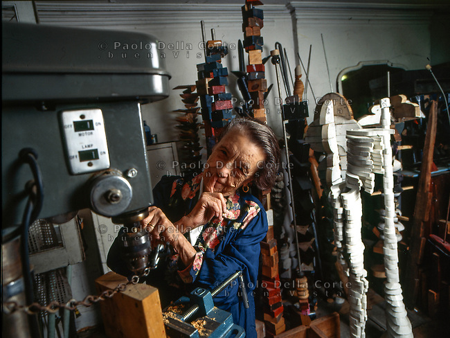 New York - Louise Bourgeois nel suo studio a New York