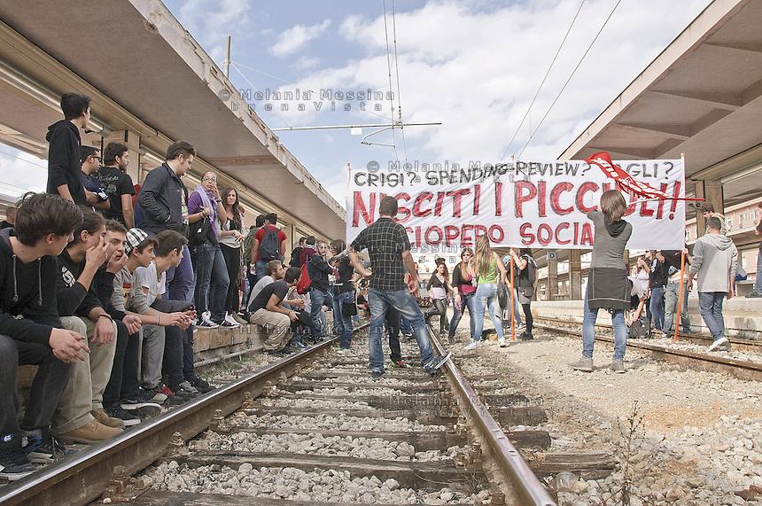 Palermo, march against government cuts and austerity, students occupying railway station...Palermo, corteo contro i tagli del governo voluti dall'Europa, gli studenti che occupano la stazione centrale.