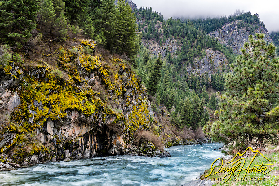 South Fork of the Payette River. The South for of the Payette River is an 82 mile-long  river in southwestern Idaho and is a major tributary of the Snake River. Its headwaters originate in the Sawtooth and Salmon River Mountains.