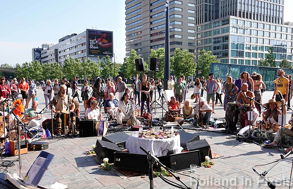 Nederland  Rotterdam - juni 2018.  Unite in Babylon Holland. The Circle.  Worldwide synchronized Circles of Sound in the heart of the cities.    Foto Berlinda van Dam / Hollandse Hoogte