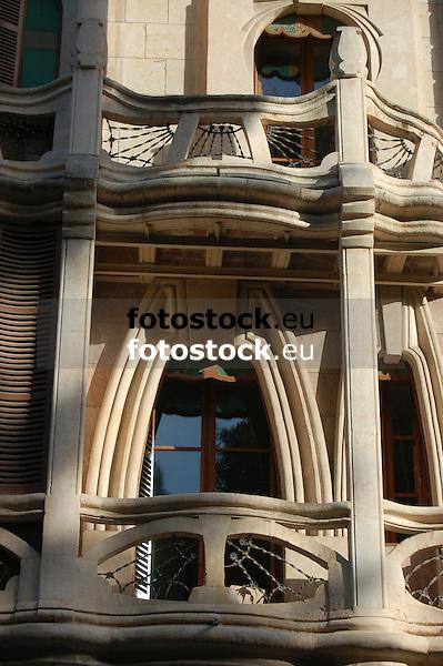 Detail of the modernist facade with balconies of Can Casasayas<br /> <br /> Detalle de la fachada modernista con balcones de Can Casasayas<br /> <br /> Detail der Jugendstilfassade mit Balkonen des Can Casasayas<br /> <br /> 3008 x 2000 px<br /> 150 dpi: 50,94 x 33,87 cm<br /> 300 dpi: 25,47 x 16,93 cm