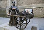 Molly Malone statue by Jeanne Rynhart 1988, Suffolk Street, Dublin , Ireland, Republic of Ireland