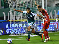 PALMIRA - COLOMBIA, 06-10-2018: José Sand (Izq.) jugador de Deportivo Cali disputa el balón con Santiago Roa (Der.) jugador de Patriotas F. C., durante partido de la fecha 13 entre Deportivo Cali y Patriotas F. C., por la Liga Aguila II 2018, jugado en el estadio Deportivo Cali (Palmaseca) de la ciudad de Cali. / José Sand (L) player of Deportivo Cali vies for the ball with Santiago Roa (R) player of Patriotas F. C., during a match of the date 13th between Deportivo Cali and Patriotas F. C., for the Liga Aguila II 2018 at the Deportivo Cali (Palmaseca) stadium in Cali city. Photo: VizzorImage  / Nelson Ríos / Cont.