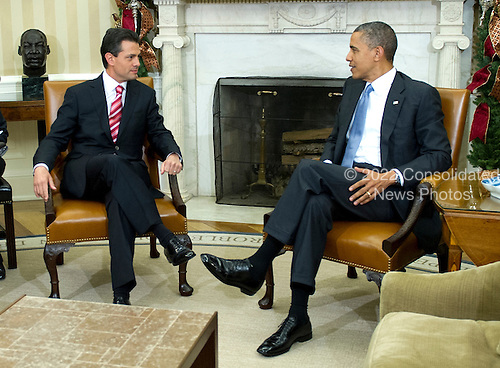 United States President Barack Obama, right, welcomes President-elect Enrique Peña Nieto of Mexico, left, to the Oval Office of White House in Washington, DC on Tuesday, November 27, 2012..Credit: Ron Sachs / Pool via CNP