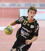 Handball 1. Bundesliga  2012/2013  in der Paul Horn Arena Tuebingen 08.09.2012 TV Neuhausen - TSV Hannover-Burgdorf Ferdinand Michalik (TV Neuhausen) mit Ball