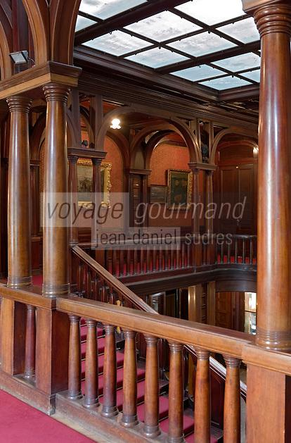 Europe/Pologne/Lodz: Le Palais d'Israël Poznanski qui contient le Musée d'Histoire de la Ville de Lodz - l'escalier et le vestibule -art nouveau