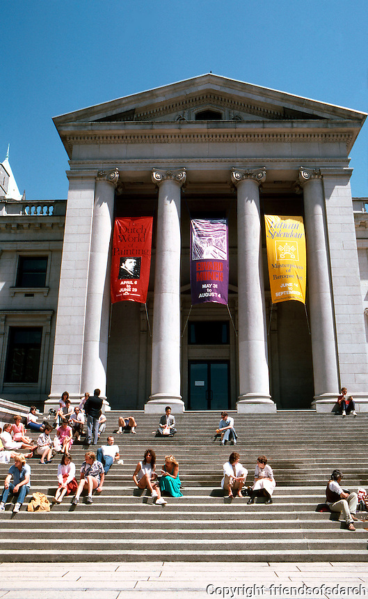 Vancouver: Robson Square, Vancouver Art Gallery.  Photo '86.