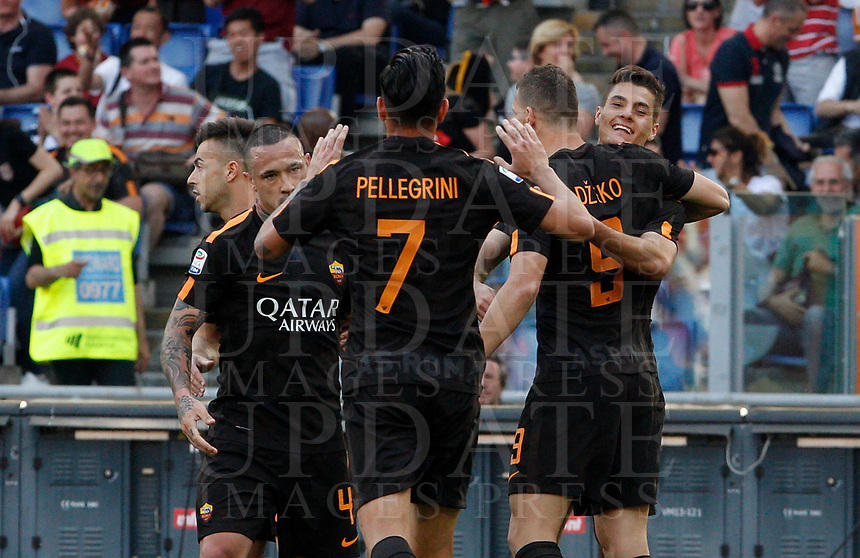 Roma s Patrik Schick, right, celebrates with his teammates after scoring during the Italian Serie A football match between Roma and Chievo Verona at Rome's Olympic stadium, 28 April 2018.<br /> UPDATE IMAGES PRESS/Riccardo De Luca
