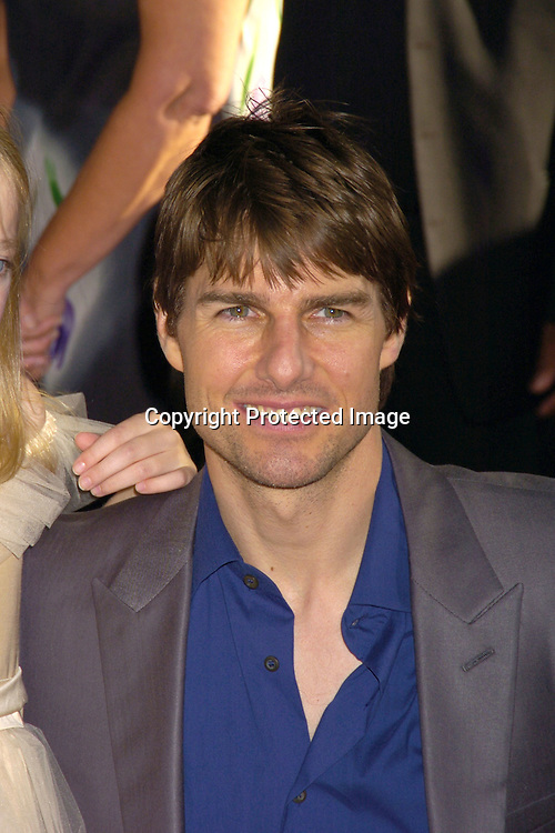 "Dakota Fanning and Tom Cruise ..at The US Premiere of ""War of the Worlds"" on June 23, 2005 at the Ziegfeld Theatre. ..Photo by Robin Platzer, Twin Images"