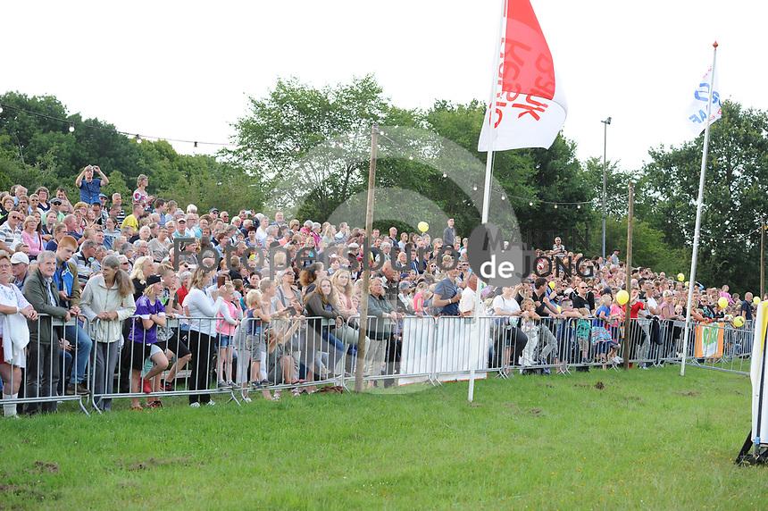 BALLONVAREN: JOURE: 26-07-2017, Ballonfeesten Joure, publiek, ©foto Martin de Jong