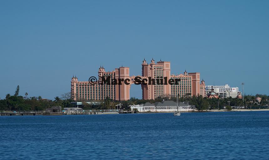 Blick auf Atlantis vom Hafen von Nassau, Bahamas - 26.01.2020: Nassau