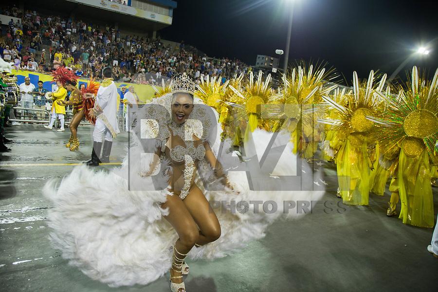 SAO PAULO, SP, 10.02.2018 - CARNAVAL-SP - Pamella Gomes, rainha de bateria da escola de samba Tom Maior durante desfile de Carnaval do Sambodromo do Anhembi na cidade de Sao Paulo neste sábado,10. (Foto: Patrícia Devoraes/Brazil Photo Press)