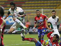 BOGOTA-COLOMBIA-115 -03-2013.  Fernando Battiste (Izquierda) de La Equidad disputa el balón con Marlon Piedrahita (Derecha) del Pasto durante el  encuentro de La Liga Postobón .Estadiio de Techo. Fernando Battiste (Left) of Equity fights for the ball with the Pasto  Marlon Piedrahita (Right) during the match for La Liga Postobon. Stadium Roof.Photo / VizzorImage / Felipe Caicedo / Staff