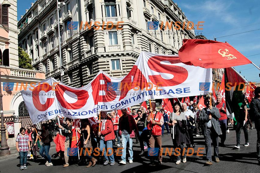 Striscione cobas<br /> Roma 18-10-2013 Manifestazione dei sindacati di base USB e COBAS in occasione dello sciopero nazionale dei lavoratori.<br /> Strike and demonstration of the Left Trade Unions<br /> Photo Samantha Zucchi Insidefoto
