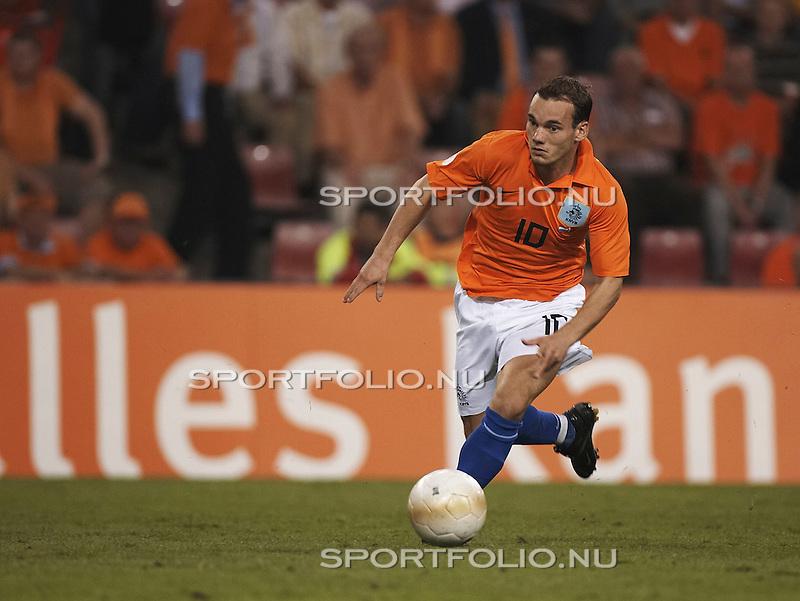 Nederland, Eindhoven, 6 September 2006.Kwalificatie wedstrijd EK 2008.Nederland - Wit Rusland 3-0.Wesley Sneijder van Nederland in actie  met bal