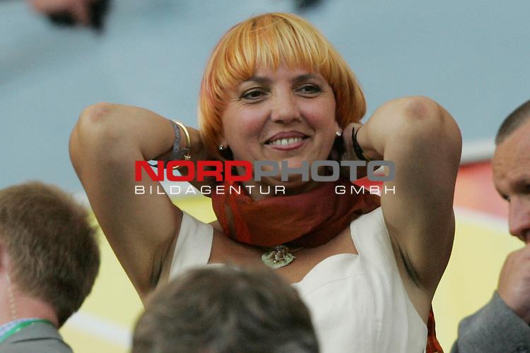 FIFA WM 2006 -  Gruppe C Vorrunde ( Group C )<br /> Play     #37 (21-Jun) - Niederland ( Holland ) - Argentinien 0:0<br /> <br /> Claudia Roth, Bundesvorsitzende von B&Uuml;NDNIS 90/DIE GR&Uuml;NEN, auf der Trib&uuml;ne.<br /> <br /> Foto &copy; nordphoto