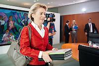 Berlin, Verteidigungsministerin Ursula von der Leyen (CDU) am Mittwoch (17.09.2014) im Bundeskanzleramt vor der Kabinettsitzung. Foto: Steffi Loos/CommonLens