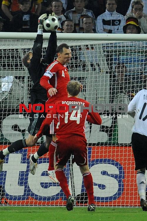 Fussball, L&auml;nderspiel, WM 2010 Qualifikation Gruppe 4 Westfalen Stadion Dortmund ( SIGNAL IDUNA PARK )<br />  Deutschland (GER) vs. Russland ( RUS )<br /> <br /> Rene Adler ( GER / Bayer 04 Leverkusen #01 ) rettet in der Schlussminute den 2:1 Sieg der Deutschen gegen Sergey Ignashevitch (RUS 04)  und  Pavel Pogrebnyak ( Rus #14)<br /> <br /> Foto &copy; nph (  nordphoto  )<br />  *** Local Caption ***