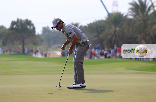 Pablo Larrazabal (ESP) sinks his putt to win the tournament by 1 shot on the 18th green during Sunday's Round 3 of the Abu Dhabi HSBC Golf Championship 2014 at the Abu Dhabi Gold Club, Abu Dhabi, United Arab Emirates.19th January 2014.<br /> Picture: Eoin Clarke www.golffile.ie