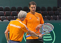 Switserland, Genève, September 16, 2015, Tennis,   Davis Cup, Switserland-Netherlands, Practise Dutch team, Jesse Huta Galung listens to the explanation of coach Martin Bohm<br /> Photo: Tennisimages/Henk Koster