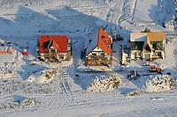 Winterpause : EUROPA, DEUTSCHLAND, NIEDERSACHSEN, LUENEBURG (EUROPE, GERMANY), 10.01.2009: Winterpause  im hausbau, Schlecht Wetter, Stillstand, Kalt, kaelte, Baustopp, verschneit, Schnee,  Luftbild, Luftansicht, Air, Aufwind-Luftbilder<br /><br />c o p y r i g h t : A U F W I N D - L U F T B I L D E R . de<br />G e r t r u d - B a e u m e r - S t i e g 1 0 2, <br />2 1 0 3 5 H a m b u r g , G e r m a n y<br />P h o n e + 4 9 (0) 1 7 1 - 6 8 6 6 0 6 9 <br />E m a i l H w e i 1 @ a o l . c o m<br />w w w . a u f w i n d - l u f t b i l d e r . d e<br />K o n t o : P o s t b a n k H a m b u r g <br />B l z : 2 0 0 1 0 0 2 0 <br />K o n t o : 5 8 3 6 5 7 2 0 9<br />V e r o e f f e n t l i c h u n g  n u r  m i t  H o n o r a r  n a c h M F M, N a m e n s n e n n u n g  u n d B e l e g e x e m p l a r !