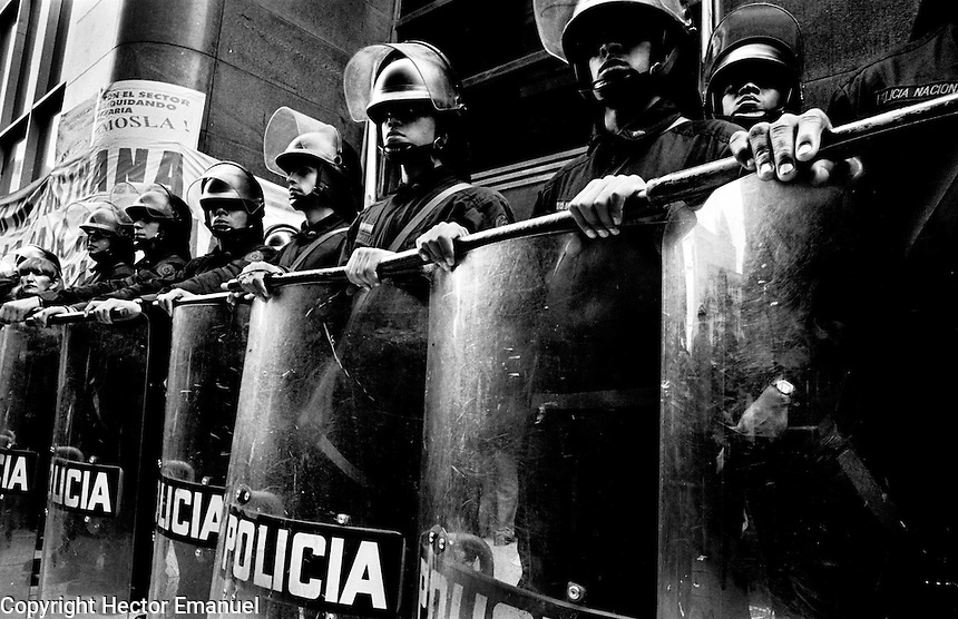 colombia1020 - riot police guard a national bank after then president Andres Pastrana orders latge cutbacks and lay-offs. Bogota June 1999<br />