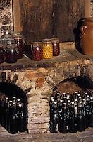 Europe/France/Champagne-Ardenne/51/Marne/Escardes: Le cellier de Mr et Mme Guillemot fermiers - bouteilles et bocaux