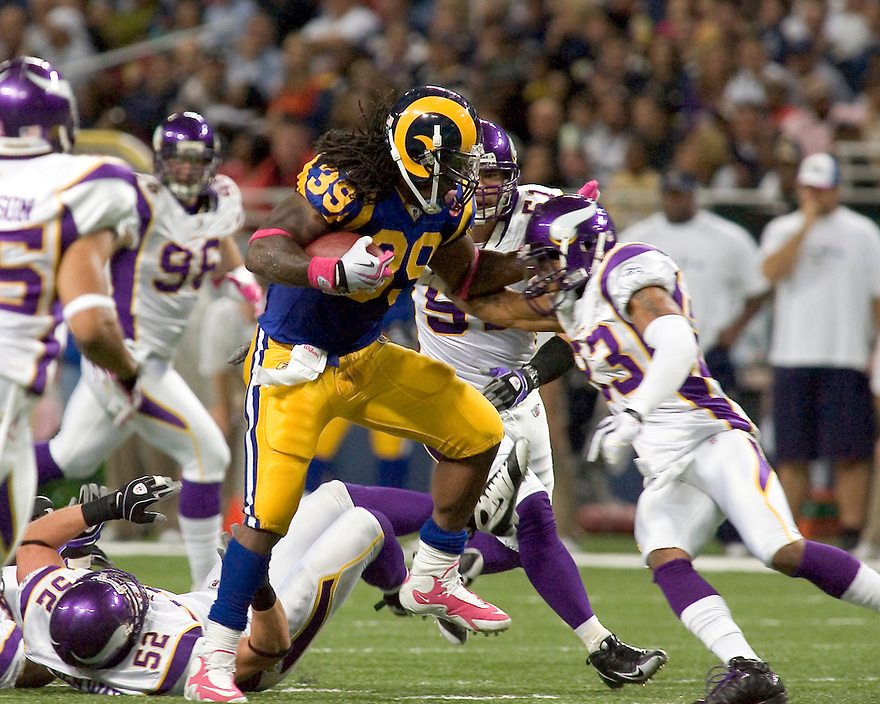 October 11, 2009 - St Louis, Missouri, USA - Rams running back Steven Jackson carries the ball in the game between the St Louis Rams and the Minnesota Vikings at the Edward Jones Dome.  The Vikings defeated the Rams 38 to 10.