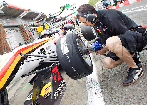 18.05.2012 Brands Hatch, England. Formula 3 Euro Series, Luis Sa Silva (ANG) in pit lane has fresh tyres fitted during Friday's FP1.