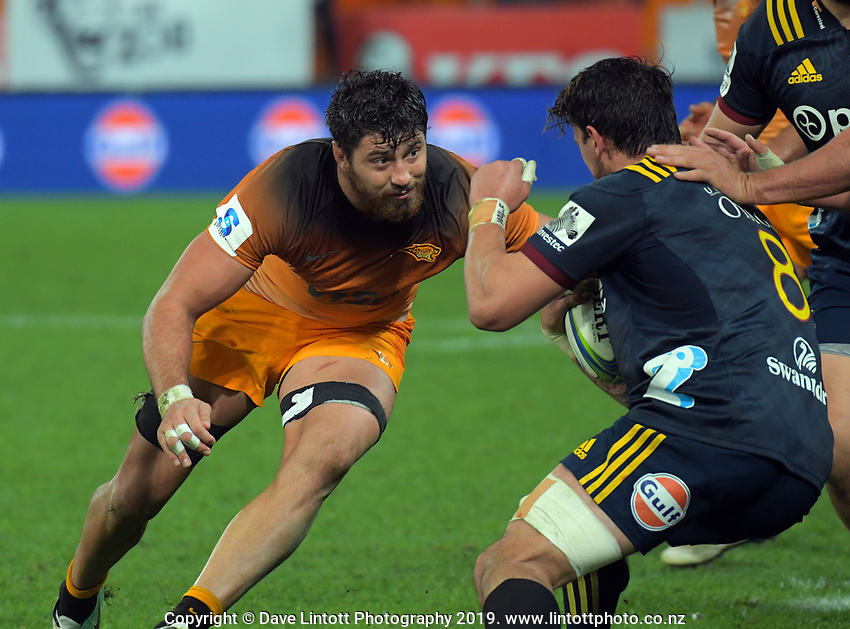 Jaguares' Javier Ortega Desio lines up Elliot Dixon during the Super Rugby match between the Highlanders and Jaguares at Forsyth Barr Stadium in Dunedin, New Zealand on Saturday, 11 May 2019. Photo: Dave Lintott / lintottphoto.co.nz