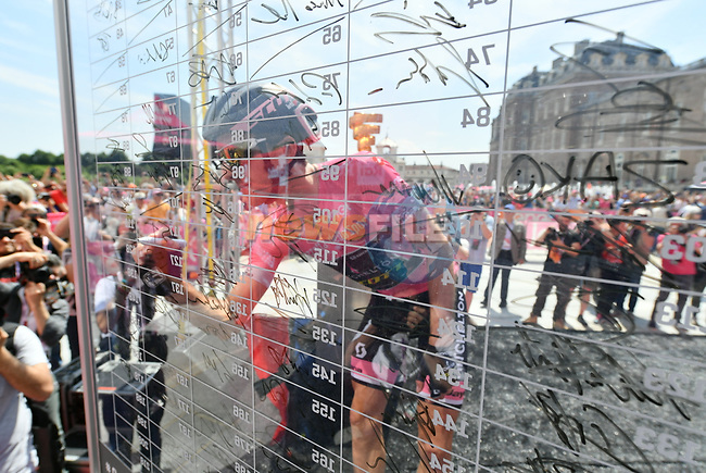 Race leader Simon Yates (GBR) Mitchelton-Scott Maglia Rosa at sign on before the start of Stage 19 of the 2018 Giro d'Italia, running 185km from Venaria Reale to Bardonecchia featuring the Cima Coppi of this Giro, the highest climb on the Colle delle Finestre with its gravel roads, before finishing on the final climb of the Jafferau, Italy. 25th May 2018.<br /> Picture: LaPresse/Gian Mattia D'Alberto | Cyclefile<br /> <br /> <br /> All photos usage must carry mandatory copyright credit (© Cyclefile | LaPresse/Gian Mattia D'Alberto)