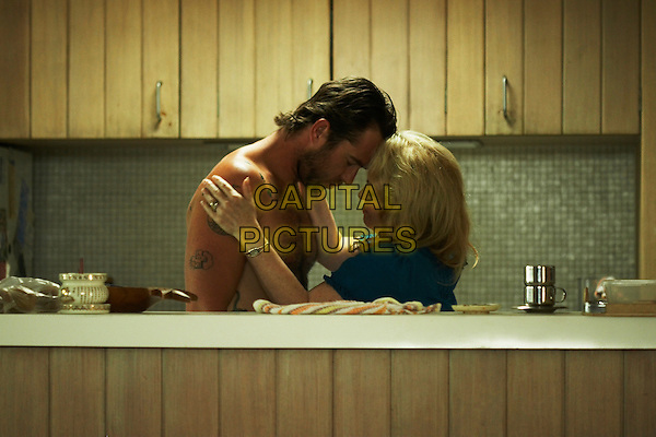 SULLIVAN STAPLETON & JACKI WEAVER .in Animal Kingdom.*Filmstill - Editorial Use Only*.CAP/PLF.Supplied by Capital Pictures.