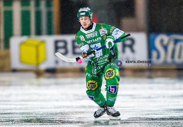 Stockholm 2014-02-21 Bandy SM-kvartsfinal 3 Hammarby IF - Vetlanda BK :  <br /> Hammarbys Robert Rimg&aring;rd tar ner en boll<br /> (Foto: Kenta J&ouml;nsson) Nyckelord: portr&auml;tt portrait