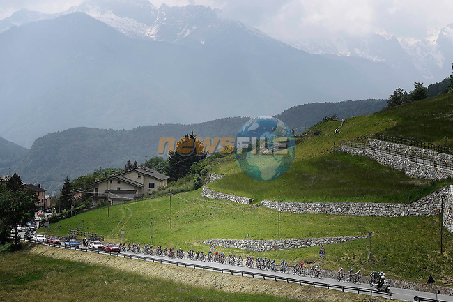 The peleton in action during Stage 20 of the 2018 Giro d'Italia, running 214km from Susa to Cervinia is the final mountain stage, with the last three climbs of Giro 101 deciding the GC of the Corsa Rosa, Italy. 26th May 2018.<br /> Picture: LaPresse/Fabio Ferrari | Cyclefile<br /> <br /> <br /> All photos usage must carry mandatory copyright credit (© Cyclefile | LaPresse/Fabio Ferrari)