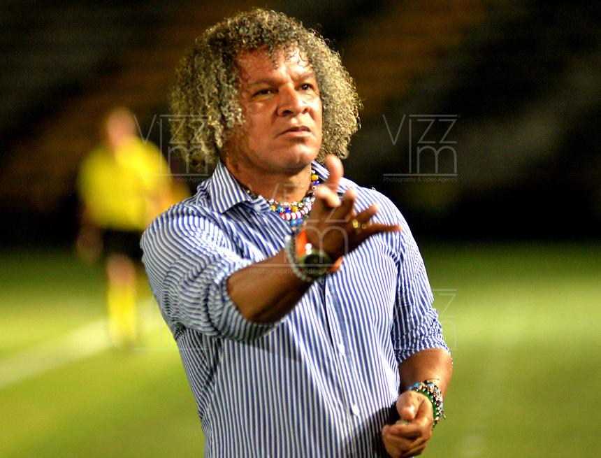 IBAGUE - COLOMBIA, 27-08-2018: Alberto Gamero, técnico del Deportes Tolima, durante partido de la fecha 6 por la Liga Aguila II 2018 entre Deportes Tolima y Deportivo Pasto,  jugado en el estadio Manuel Murillo Toro de la ciudad de Ibague. / Alberto Gamero, coach of Deportes Tolima, during a match of the 6th date for the Aguila League II 2018, between Deportes Tolima and Deportivo Pasto,  played at Manuel Murillo Toro stadium in Ibague city. Photo: VizzorImage / Juan Carlos Escobar / Cont.