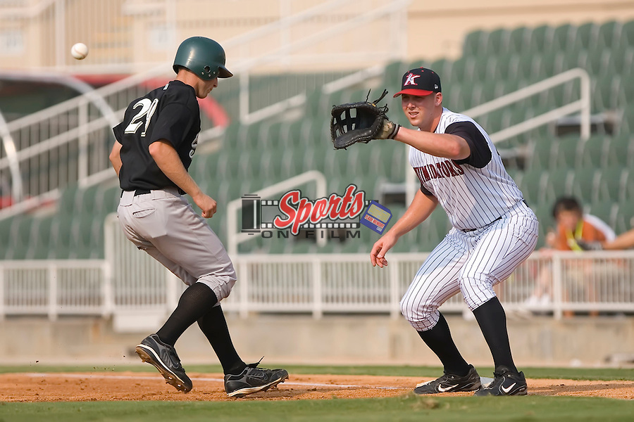 Nick Giarraputo (29) of the Savannah Sand Gnats gets back to first base as Mark Fleisher (34) of the Kannapolis Intimidators waits for the pick-off throw at Fieldcrest Cannon Stadium in Kannapolis, NC, Sunday July 20, 2008. (Photo by Brian Westerholt / Four Seam Images)