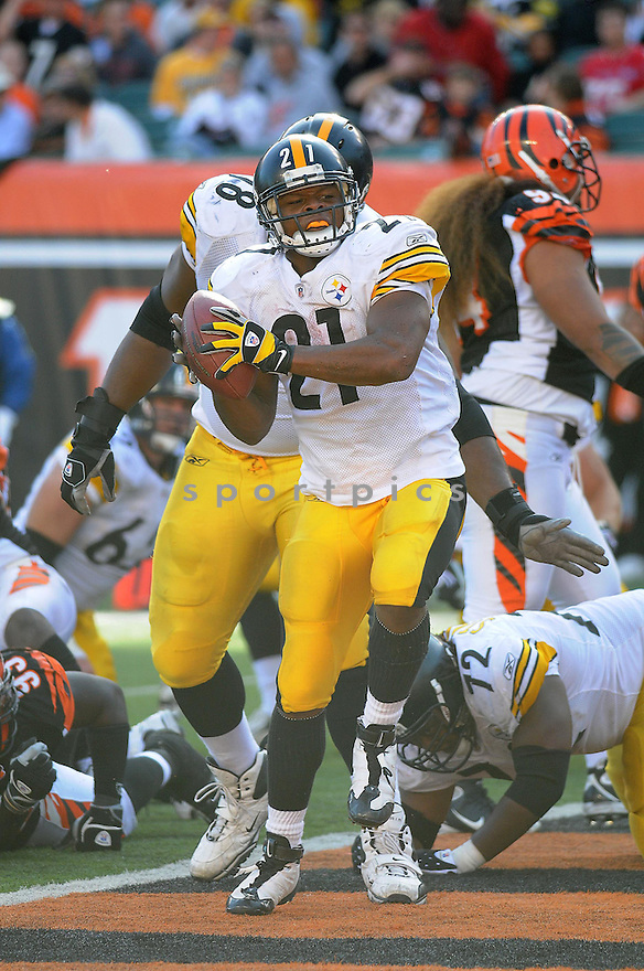 MEWELDE MOORE, of the Pittsburgh Steelers  in action against the Cincinnati Bengals during the Steelers game in CIncinnati, OH  on October 19, 2008...The Steelers won the game 38-10.