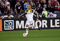 Federico Higuain (10) of the Columbus Crew sprints forward during a MLS game at RFK Stadium in Washington, DC.  D.C. United lost to the Columbus Crew, 3-0.