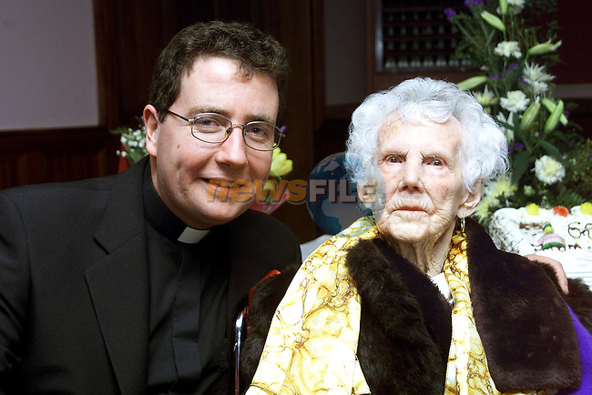 Fr. Martin Carley with Nan Cummins at her 100th Birthday in the Bridgeford..Picture Paul Mohan Newsfile