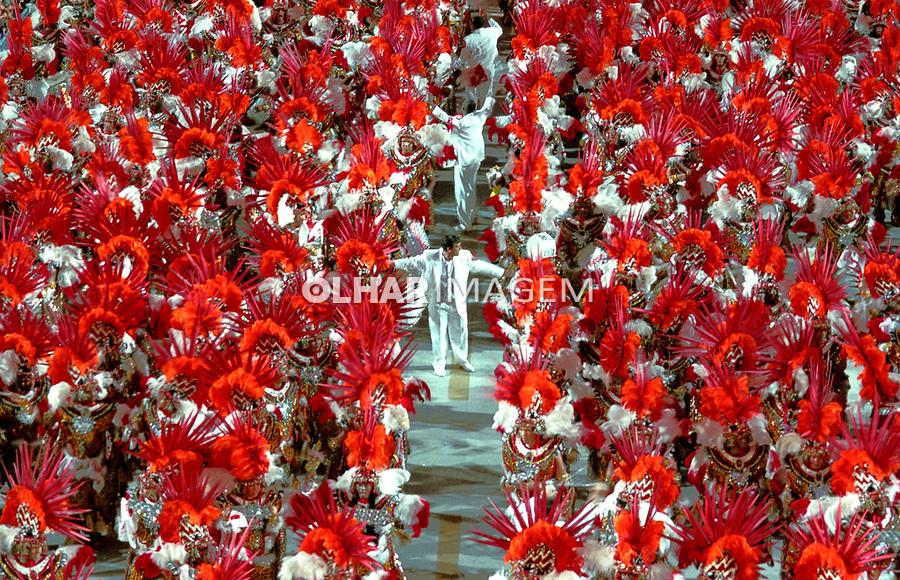 Bateria da Viradouro no carnaval. Rio de Janeiro. Foto de Catherine Krulik. Data. 2002