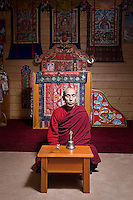 LETTLAND.Riga, 04.2008.Die neue Multireligiositaet: Tsultim Gjatso, Buddhist, beim Gebet..© Reinis Hofmanis/EST&OST.Tsultim Gjatso, a doctor of Tibetan Buddhist medicine:.Like for the Medicine Buddha, for me the ultimate goal, when I am praying, is to relieve all the feeling and living beings from suffering. I pray for my patients and for all living beings who have problems. It is the aim of my prayers. When we pray for ourselves, we pray to become better persons, to be more loving and open, to be able to help more to others.