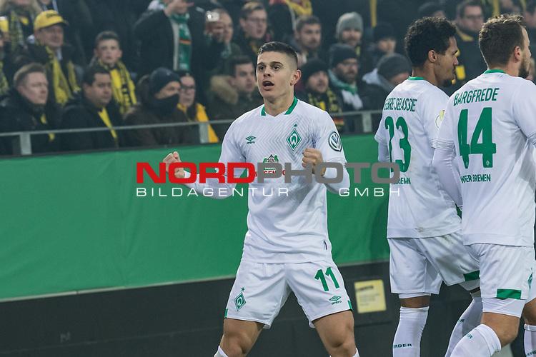 05.02.2019, Signal Iduna Park, Dortmund, GER, DFB-Pokal, Achtelfinale, Borussia Dortmund vs Werder Bremen<br /> <br /> DFB REGULATIONS PROHIBIT ANY USE OF PHOTOGRAPHS AS IMAGE SEQUENCES AND/OR QUASI-VIDEO.<br /> <br /> im Bild / picture shows<br /> Jubel 0:1, Milot Rashica (Werder Bremen #11) bejubelt seinen Treffer mit Fuss-Spitze zum 0:1, <br /> <br /> Foto © nordphoto / Ewert