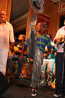 SAO PAULO, SP, 18 DE JANEIRO 2012. Esquenta para o Carnaval, no Bar Brahma, regiao central de SP, na noite desta quarta-feira, 18. FOTO MILENE CARDOSO - NEWS FREE
